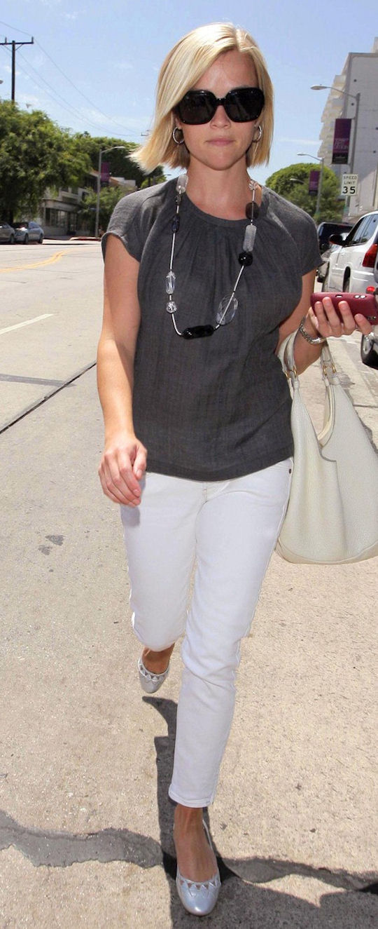 Gorgeous Reese Witherspoon was spotted shopping in LA in a effortless,