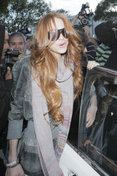 """Lindsay Lohan shows off her new auburn hairdo"
