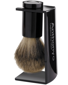 whisker-lifter-brush-and-stand