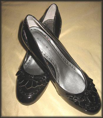 Review: Bandolino Balant Pumps (Every Girl Should Own a Sensible- but Chic! -Black Shoe)