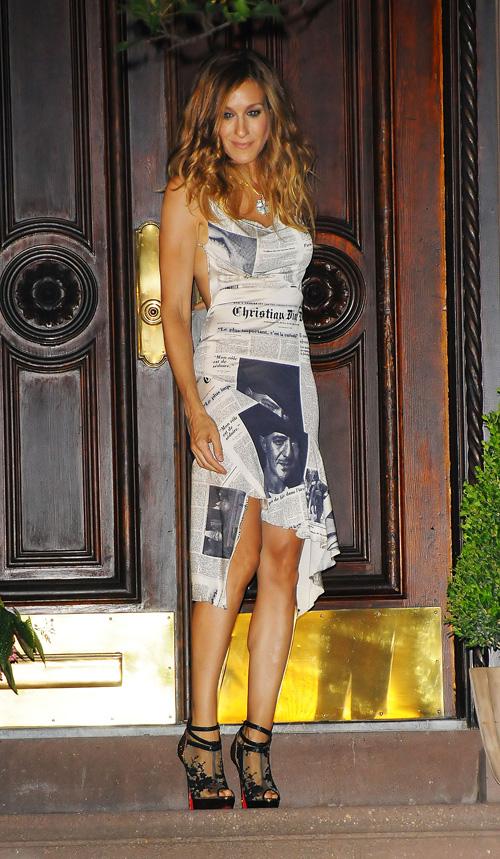 4bafd412 Carrie Bradshaw Wears John Galliano for Christian Dior Newspaper ...