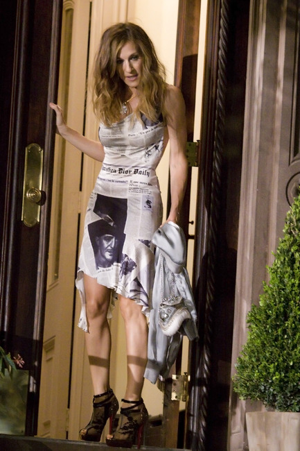 Carrie Bradshaw Wears John Galliano for Christian Dior ...