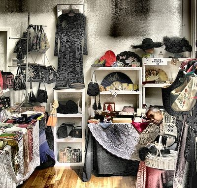 How to Shop for Vintage Clothing Online