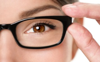 4 Questions To Ask When You Buy Eyeglasses Online