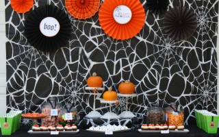 Original_Korinne-Seel-Halloween-pumpkin-carving-party-table
