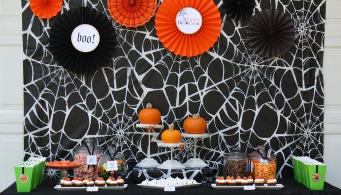 Original_Korinne-Seel-Halloween-pumpkin-carving-party-table