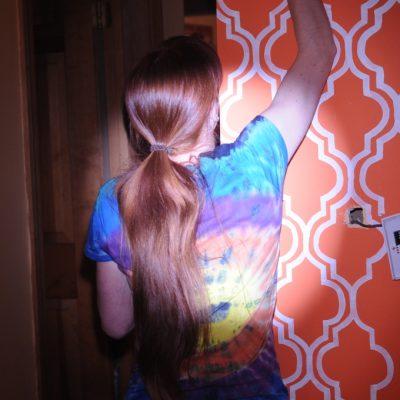 My Living Room Makeover: Quatrefoil Moroccan Trellis Painted Wallpaper