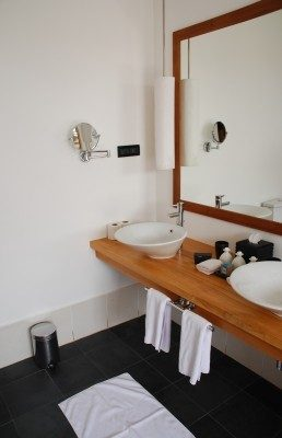 Simple Cleaning Tips For Your Bathroom Mirror