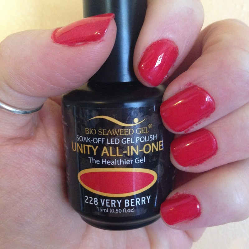 Gel Nail Polish That Cures In Sunlight + Lasts For 14 Days