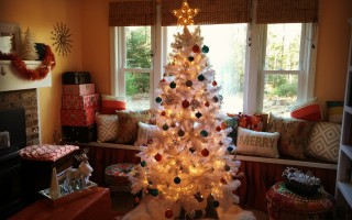 Transitioning the Holiday Decor In Your Home