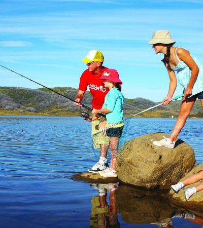 Family Fishing Fun: Bonding over Hooks, Lines, and Sinkers