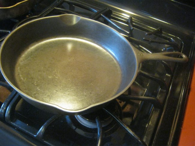 cast iron pan kitchen cookware