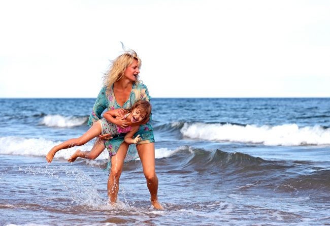 Budget Friendly Beach Style For Moms
