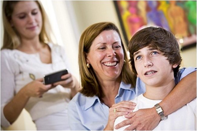 mom-with-teen-boy-technology