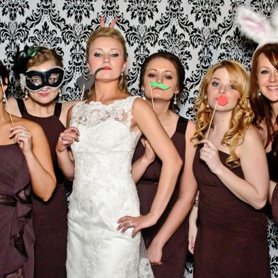 5 Tips For Hosting a Photo Booth At Your Wedding