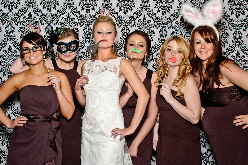 8 Things To Keep In Mind When You Are Renting A Wedding Photo Booth