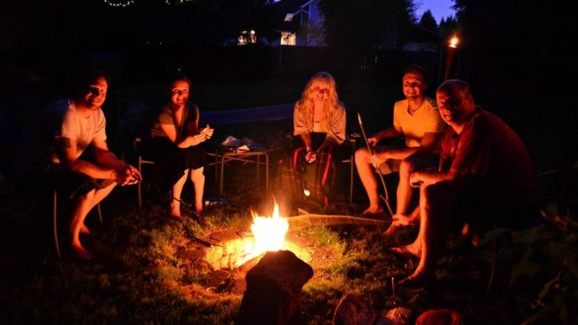 6 Tips to Throwing The Best Backyard Bonfire Party