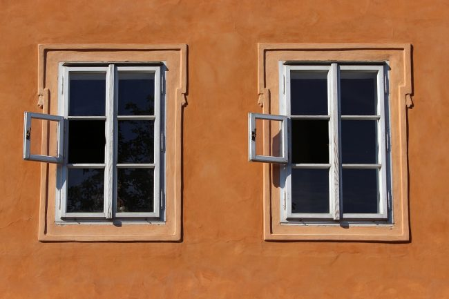 Home Decor: DIY Uses For Old Windows