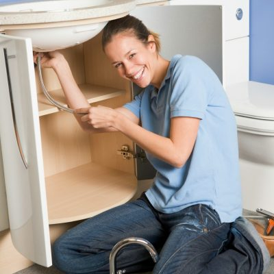 Handy Housewife: How to Deal When Your House Is Out of Control
