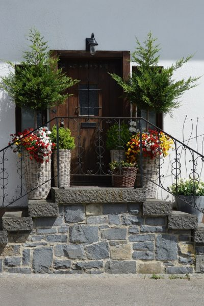 Ways to Improve a Home's Exterior Without Spending a Fortune