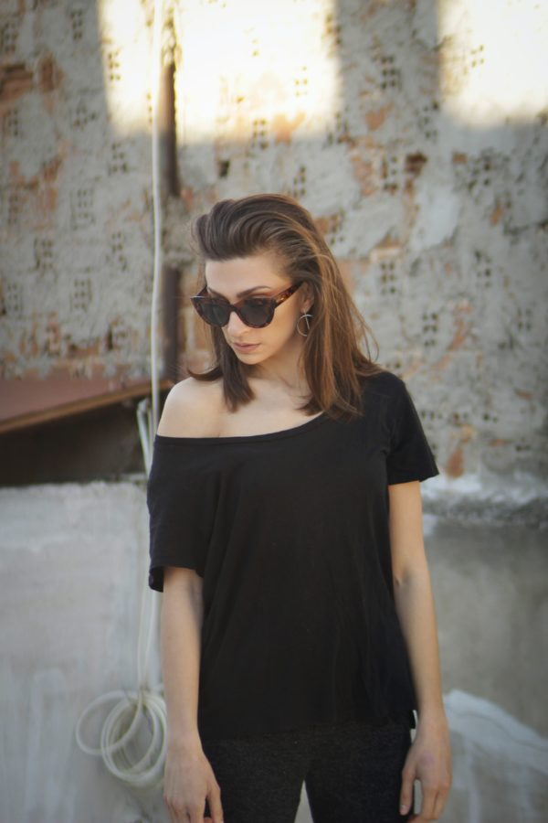 5 Tops Every Fashionable Woman Needs in Her Summer Closet